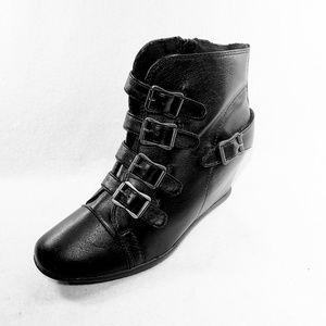 Bamboo Mariela-05 Leatherette Buckle Wedge Sneaker